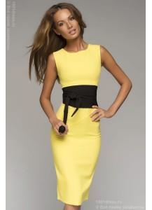 Платье желтое с черным поясом