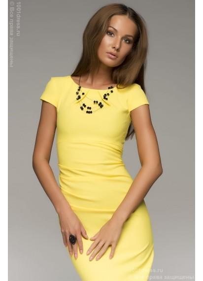 Платье-футляр желтое