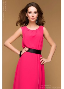 Коктейльное платье малинового цвета со шлейфом