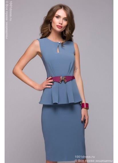 Голубое платье-футляр с баской и без рукавов