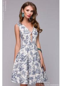 Белое платье длины мини с оригинальным вырезом и крупным принтом