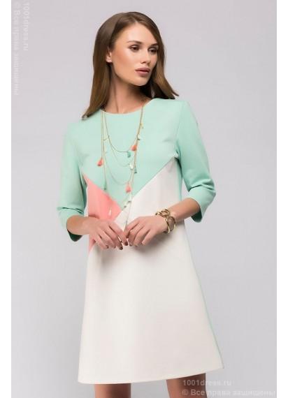 Ванильное платье длины мини с цветными вставками и рукавами 3/4