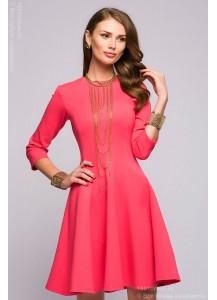 Платье кораллового цвета длины мини с рукавами 3/4