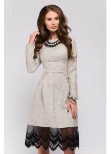 Платье ванильного цвета длины мини с кружевной отделкой и длинными рукавами